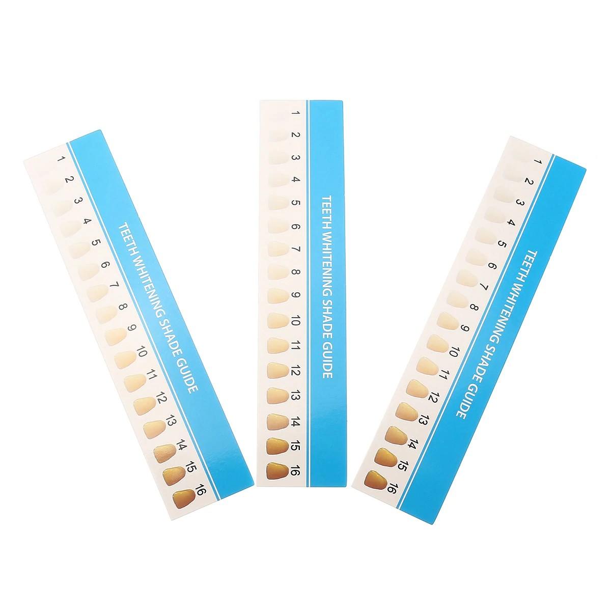 papierová karta s odtieňmi zosvetlenia na porovnanie bielenia zubov